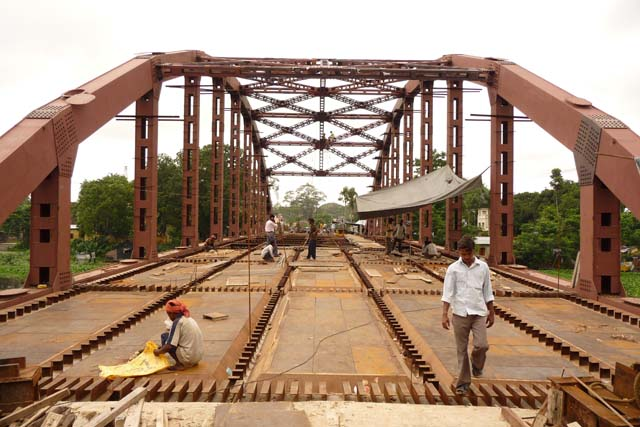You are browsing images from the article: Steel Arch Bridge over Ichhamati River (Bangaon to Chakda)